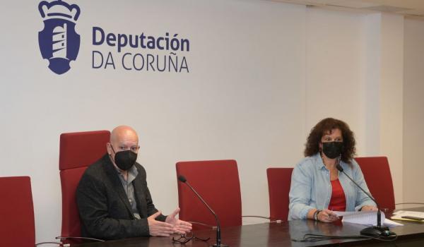 O vicepresidente e deputado de Turismo, Xosé Regueira, e Maite Loureiro, xefa da Sección de Turismo