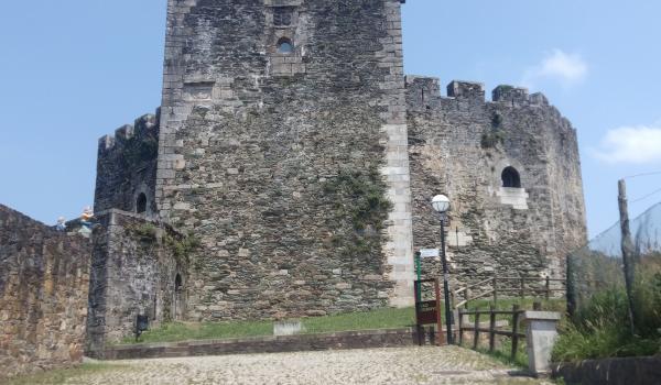 Fachada do castelo de Moeche