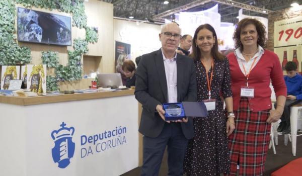 O vicepresidente e deputado de turismo Xosé Regueira, a Técnica en Xestión de Proxectos Paula Cabado e a Xefa de Sección de promoción e desenvolvemento turístico Maite Loureiro