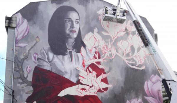 Progreso do mural de Lula Goce para o Rexenera Fest 2018