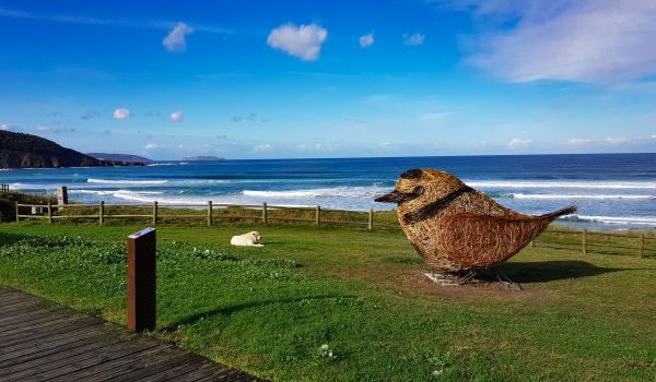 Escultura en la playa de Razo