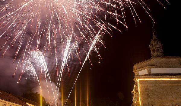 Fogos artificiais na Romaría de Santa Minia (Brión)