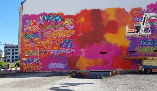 PichiAvo pintando en el festival